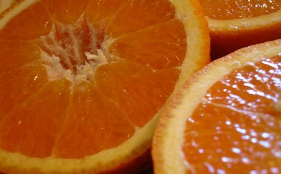 Апельсин поможет избавиться от лишнего веса и от следов усталости на лице