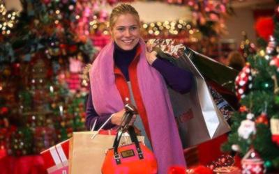 Опытный продавец подберёт подарки всем