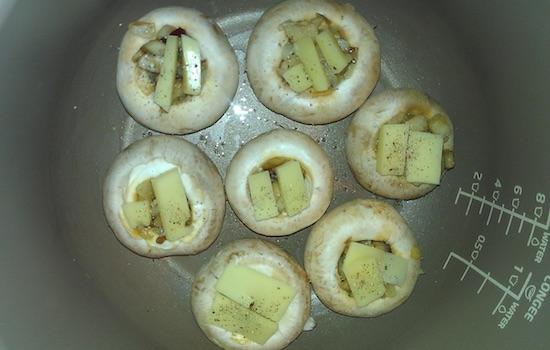 Запекать грибы при температуре 150 градусов